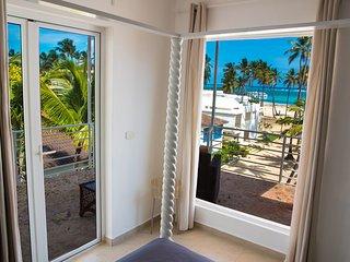 Luxury Villa Penthouse, 2 floors, Ocean view, Pool! 1min. walking to the beach!