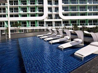 1BR Fully furnished with Beach View - Azure Resort, Paranaque