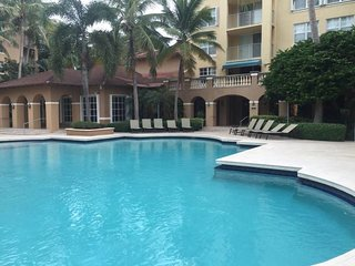 Two Bedroom at Yacht Club, Aventura