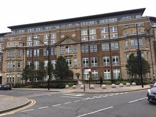 2 bedroom duplex apartment with free wifi, Royal Arsenal complex.