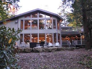 Beautiful Lakefront Home in Lake Naomi, Pocono Pines