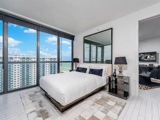 2/2.5 Private Residence at W South Beach 1161
