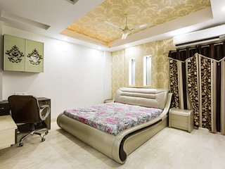 Private Double AC Room in Delhi in a 4BHK Serviced Apartment with Kitchen & Wifi, Nueva Delhi