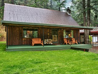 Luxurious log cabin getaway at White Pass