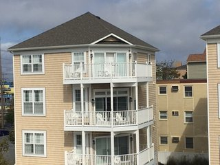 HUGE Ocean Side Home, POOL, Steps to Beach, Ocean City
