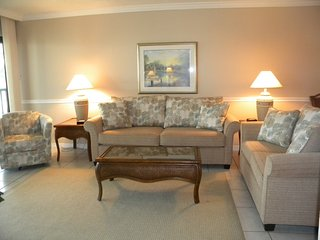 Pointe Santo #A32 Beautiful Complex. Steps to Pool & Beach, Sanibel Island