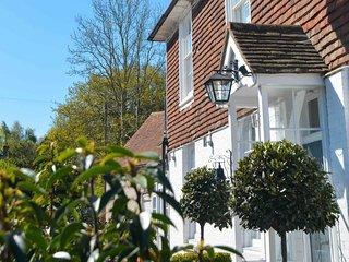 BT043 House in Hurst Green, Cranbrook