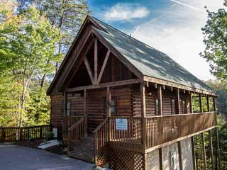 Kick Back Shack -Game Room -Hot Tub - Wrap Around Porch- Close to Attractions!, Sevierville
