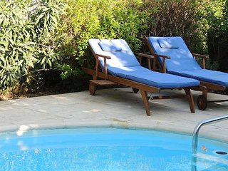 Holiday accommodation France with pool sleeps 10, Laurens