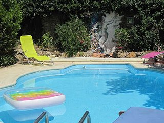 Holiday accommodation France with pool sleeps 10