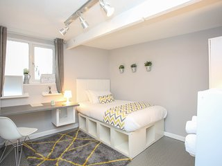 Serviced Rooms near Luton train station!