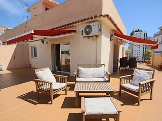 Sunny Penthouse w/Sea Views & 85m2 Roof Terrace w/ BBQ - 100 m to the Beach
