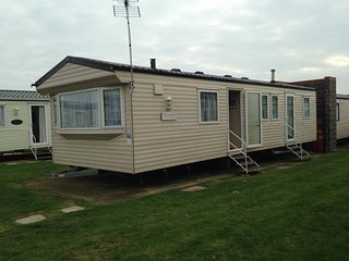 Double Glazed 3 bed silver Caravan Highfields, Little Clacton