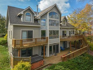 Lakefront home with 5 master suites across from Wisp!
