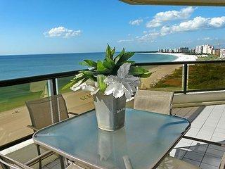 Elegant beachfront condo w/ heated pool, hot tub & panoramic ocean view