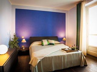 Camera da letto con porta finestra con accesso diretto alla terrazza. Armadio ampio.