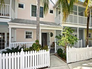 2CoolFish - Cute Condo w/ Pool In Quiet Truman Annex - Close To Duval!, Key West