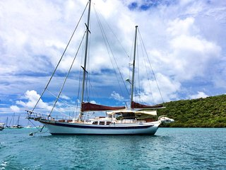 Sailboat Ragamuffin B&B on a yacht all-inclusive, Water Island