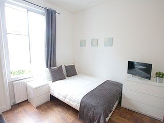 --Stunning Avonmore Studio Flat 3--, London