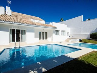 Fabulous Contemporary Villa 18 In Puerto Banus, Marbella