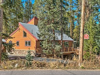 Luxury 4BR Cabin w/2 King Masters on Shuttle Route