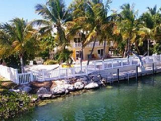 luxury Tropical Paradise in Venetian Shores