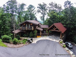 Breathtaking westward sunset views overlooking the Blue Ridge Mountains and Pisgah National Forest await you.