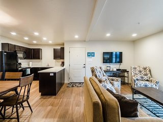 Ground-floor condo w/ mountain views, shared pool & great centralized location, Moab