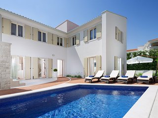 Luxurious Villa Sylvia near Porec