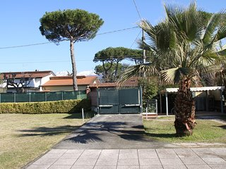 "Appartment "" Sole"" mit grossem Garten, Marina di Massa"