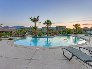 Poolside home w/private splash pad, access to a shared pool & 20-person hot tub!