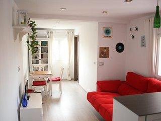 Acogedor apartamento/Cozy apartment en Plaza Elíptica (a 1 min. del Metro!), Madrid