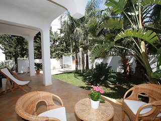 Villa Ferreri - private garden at 350 m from the beach!