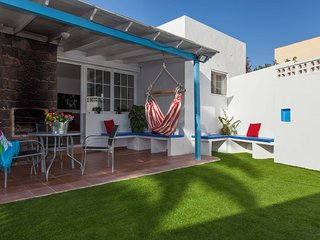 Central Villa, fully equipped only 100m from the beach