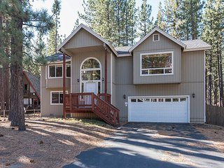 3BR, 2.5BA Wooded Home in South Lake Tahoe - Near Skiing w/Private Hot Tub