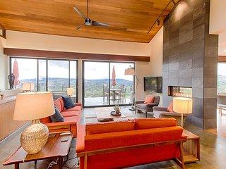 3BR, 2.5BA Sonoma Perch with Thrilling Views - Private & High-End Hillside Ho, Santa Rosa
