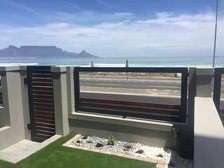 Self Catering Apartment Bloubergstrand