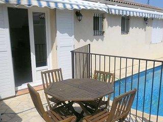 Marseillan villa for family holidays pool sleeps 8