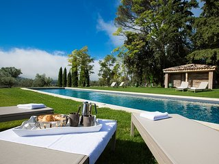 Beau Luberon holiday vacation wedding large villa rental france, provence