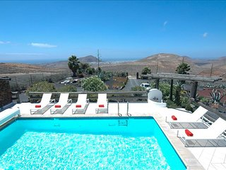 Nazaret Villa Sleeps 10 with Pool and Air Con - 5825248