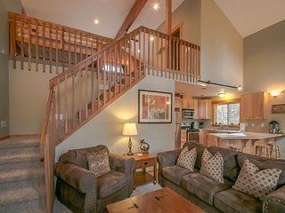 Spacious and close to Lake Wenatchee & Golf with a Hot Tub and Directv