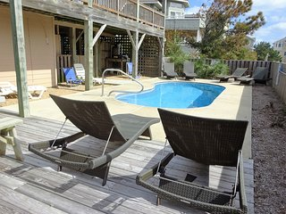 Beautiful private pool w/ large pool deck and comfortable loungers