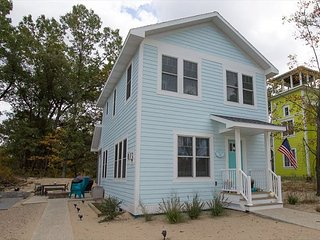 Turquoise Door 4 bedroom Home Booking up fast!, Michigan City