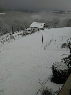 una estampa de navidad vista desde la terraza