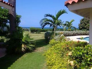 Charming 6 Bedroom Beach Front Villa Jamaica, Runaway Bay