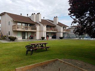 Spacious 2 Bedroom Condo In Beautiful Birch Bay!