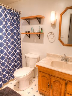 Full bathroom with shower/tub combo. ©2015