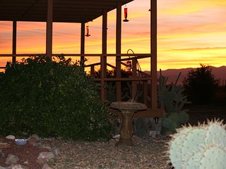 $700WK~ Ranch~360 Mt Views, 3 Ghost Towns, Wi-Fi, Bird Paradise Ranch, Pearce AZ