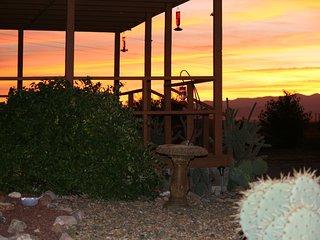 $700WK~ Ranch~360 Mt Views, 3 Ghost Towns, Wi-Fi, Bird Paradise Ranch, Pearce AZ