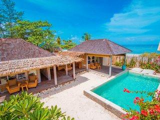 AVIA 2 Bedroom Beach Front Villa Gili Meno